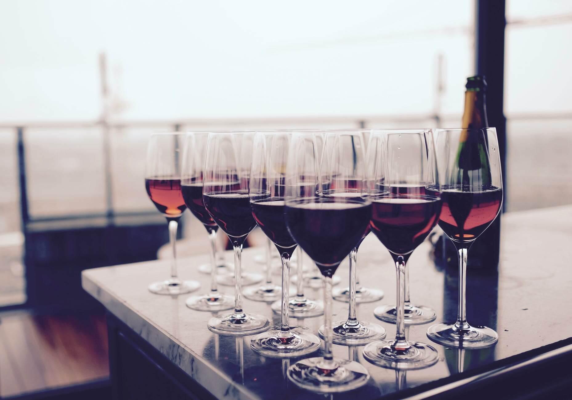 Pohár červeného vína sa vyrovná 1 hodine v posilňovni! To je dôvod, prečo...